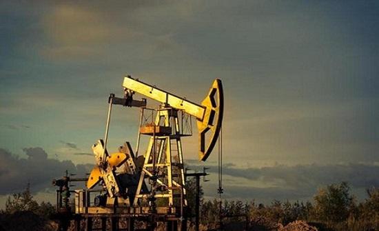 تراجع أسعار النفط عالميا للمرة الأولى في اربعة أيام