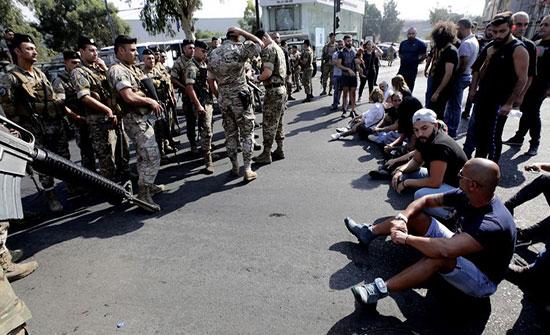 الجيش اللبناني يتأهب لفتح الطرق.. وأميركا تطالبه بحماية المتظاهرين