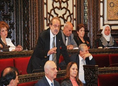 """برلماني سوري لن يحضر جلسات البرلمان بسبب نفاذ """"البنزين"""" لديه.. وإيران ترسل ناقلتي نفط"""