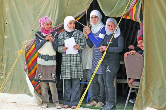 بحثاً عن الأمان .. 51  % من القاصرات السوريات تزوجن قبل لجوئهن للأردن