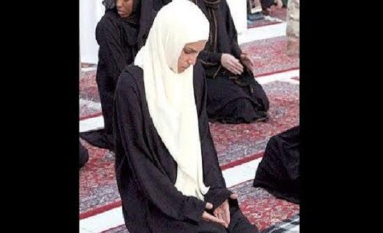 الملكة في ليلة القدر : اللهم نسألك البشرى والطمأنينة واليقين لنا أجمعين