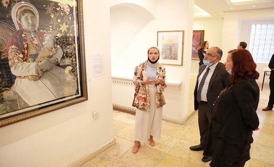 وزير الثقافة يفتتح معرض الأمل