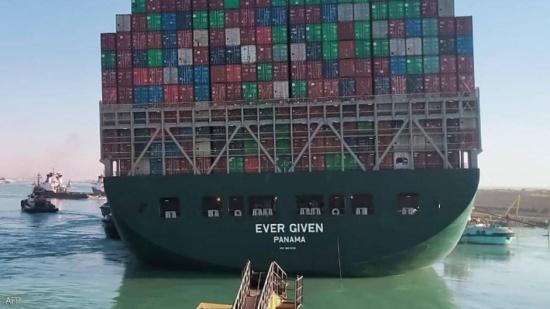 """رئيس هيئة قناة السويس يكشف """"آخر تطورات""""  السفينة الجائحة"""