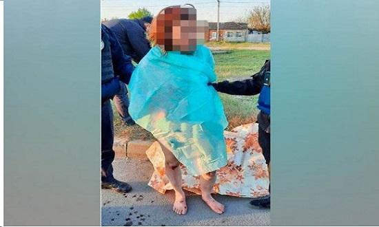 اوكرانيا .. بالصور: سيدة تقطع رأس ابنتها وتسير بها في الشارع بدون ملابس