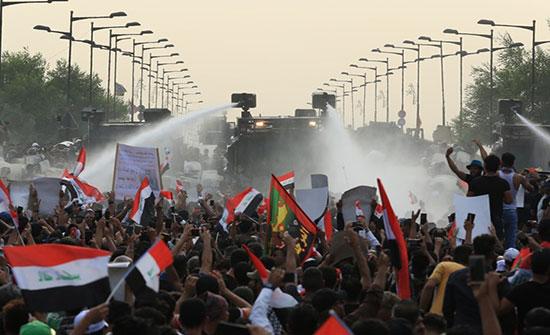 اتساع رقعة الاحتجاجات في العراق .. وأمريكا تعلق