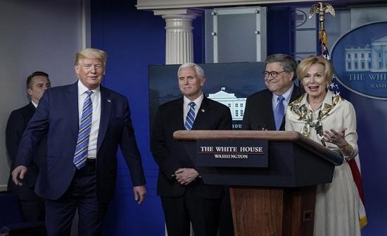 البيت الأبيض يعتزم حل خلية أزمة كورونا.. والوفيات ترتفع