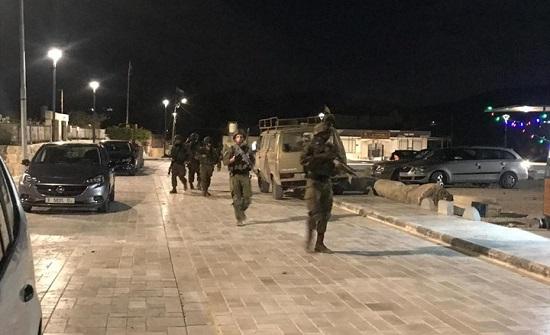 الاحتلال يشن حملة مداهمات واعتقالات.. ومواجهات بالضفة