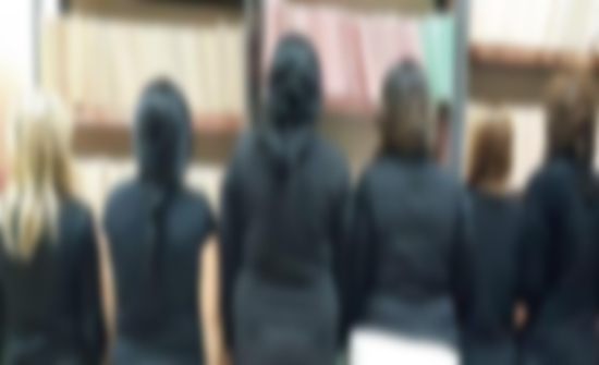 الحكم بحق 5 اشخاص استغلوا عاملات لممارسة الرذيلة والدعارة في عمان  .. تفاصيل