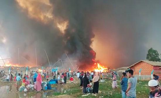 بالفيديو والصور.. حريق يدمر آلاف المساكن في مخيمات اللاجئين الروهينغا ببنغلادش