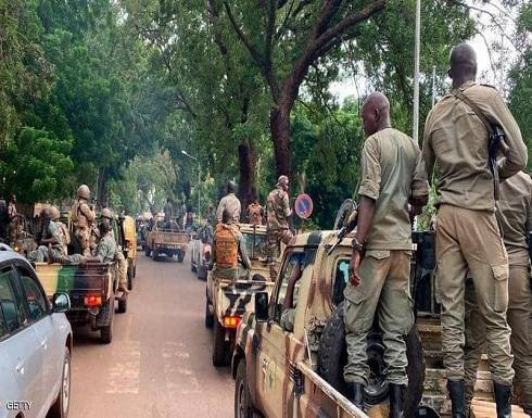 قادة الانقلاب في مالي يفرجون عن مسؤولين كبار