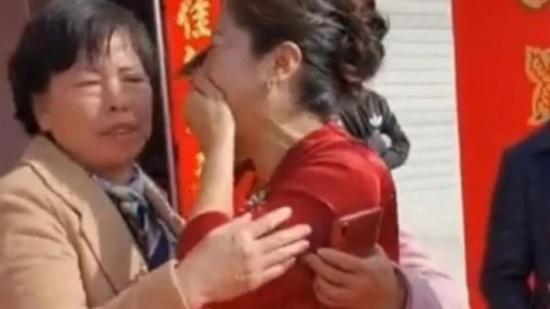 الصين : سيدة تكتشف أن عروس ابنها هي ابنتها المفقودة يوم الزفاف
