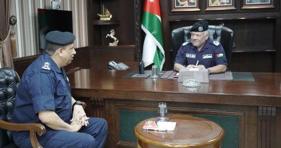 صور وفيديو :الملك يزور مديرية الأمن العام