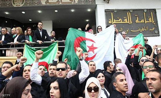 قضاة الجزائر يهددون بالعودة للإضراب