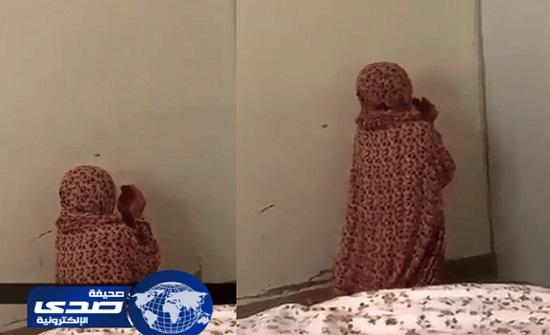 فيديو مؤثر لطفلة تدعو بخشوع وتبكي لرفع البلاء