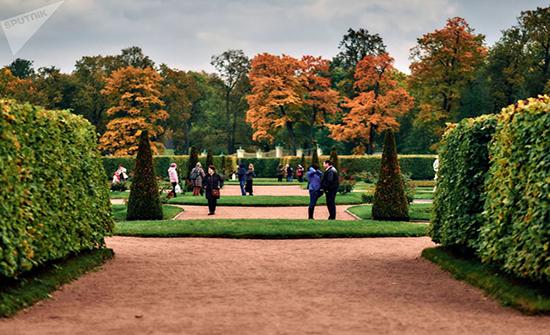 صور : جمال الخريف في المنتزه الملكي الروسي