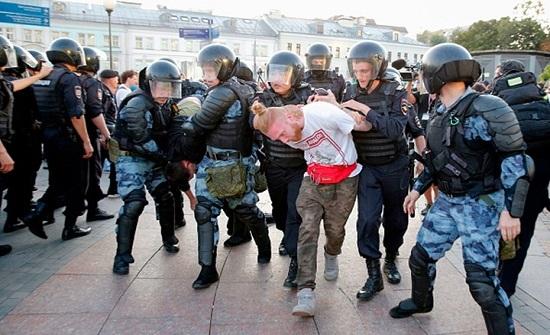 """دعوات دولية لموسكو للإفراج عن معتقلي احتجاجات """"نافالني"""""""
