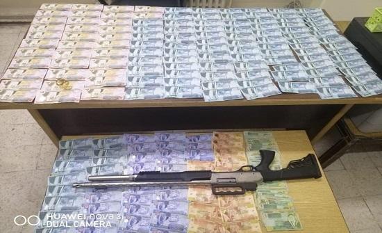 القبض على ثلاثة اشخاص افتعلوا قضية سلب لسرقة 4000 دينار
