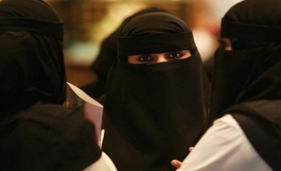سيلفي والمطر خلفي.. رومانسية فتاة كويتية وشقيقتها المراهقة كادت تقتلهن !