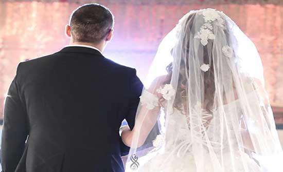 الإعلامية سارة تثير الجدل بطلبها الزواج من نجم سعودي.. والمهر عليها (فيديو)