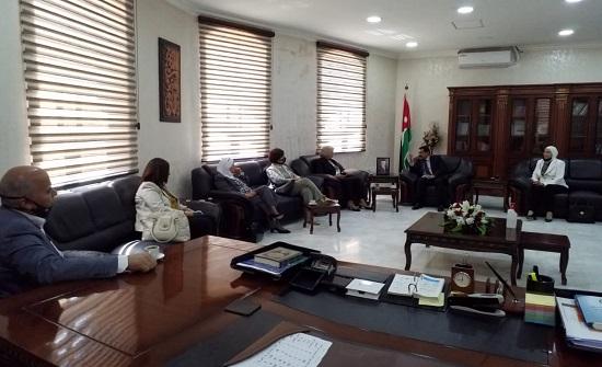 لجنة المرأة في الأعيان تزور محافظة البلقاء - صور