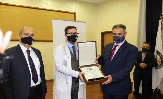 خريجو الطب في البلقاء التطبيقية يؤدون القسم