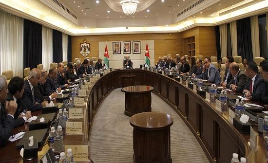 الرزاز: الأردن نموذجاً يحتذى به في التعامل مع التحديات والأزمات
