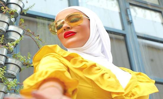 صور : طريقة تنسيق الحجاب مع نظارتكِ الشمسية بأسلوب مرمر محمد