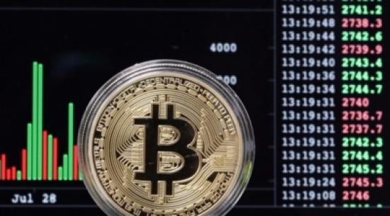 قيمة عملة بتكوين السوقية تقارب تريليون دولار