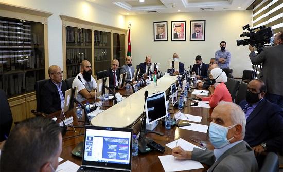 لجنة خدمات الأعيان تدعو لاعتماد تصاميم مُبتكرة للمرافق الصحية العامة