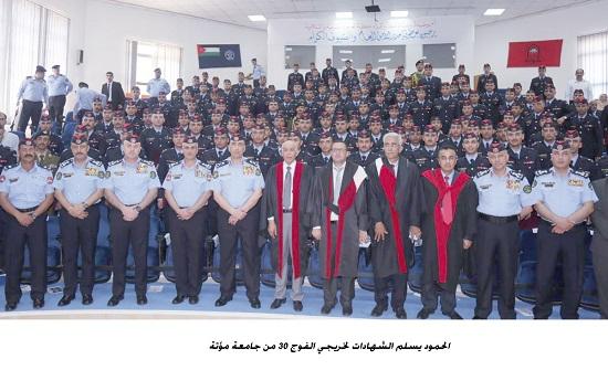 الحمود يسلم الشهادات لخريجي الفوج 30 من جامعة مؤتة