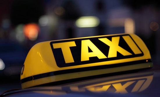 كاميرا المراقبة ترصد ما فعله شاب وفتاة داخل تاكسي