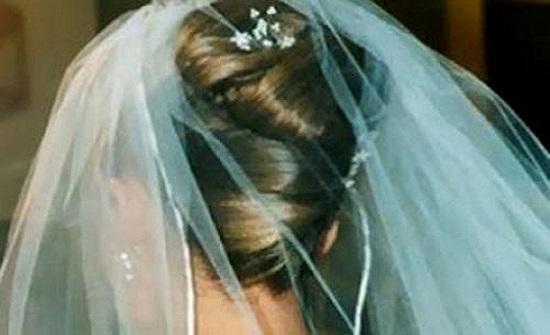 القبض على عروس أمريكية بفستان زفافها