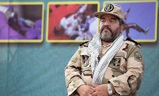 قائد في الحرس الثوري يطالب الإيرانيين بحرق الدولار