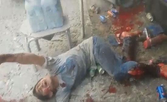 بالفيديو :- مقتل 4 مدنيين في استهداف النظام السوري سوقًا بريف إدلب