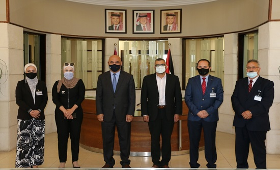 """جامعة الشرق الأوسط تبحث سبل التعاون مع """"تنمية وتطوير المهارات"""""""