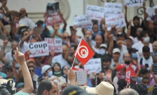 غضب ورفض واسع لقرارات قيس سعيّد.. الانقلاب صار واضحاً
