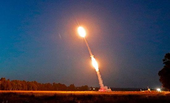 قصف إسرائيلي لموقعين بغزة وسقوط صاروخ بمستوطنة