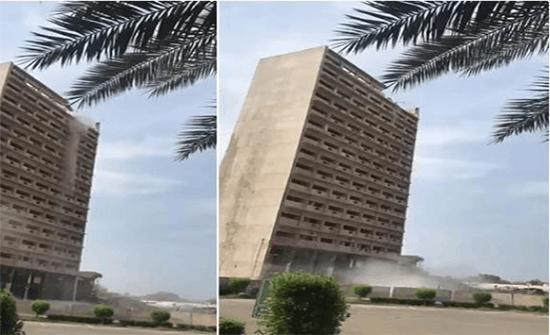 """بالفيديو: لحظة إزالة المبنى القديم لـ """"وزارة الإعلام"""" في السعودية"""