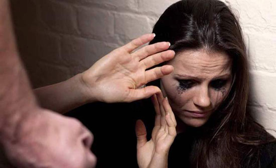 الخارجية تتابع قضية أردنية تشتكي من تعرض ابنتها للتعنيف من والدها