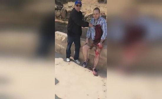 شاهد لحظة الاعتداء على السياح في جرش