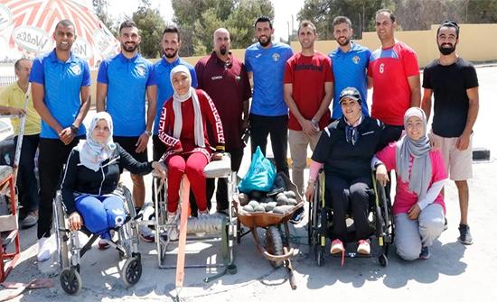 """لاعبو المنتخب الوطني لكرة القدم يقدمون دعمهم لفرق """"البارالمبية"""""""