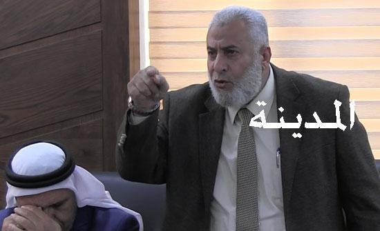 بالفيديو : شاهد كيف هاجم أبو السيد السفير البريطاني في عمان وردة فعل السفير ؟