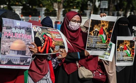 احتفال بإندونيسيا ونواكشوط والأردن تضامنا مع فلسطين بانتصار المقاومة في غزة .. بالفيديو