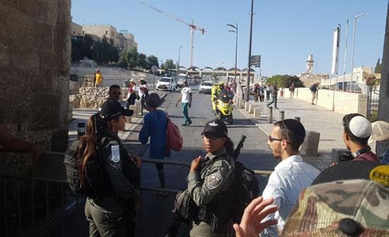 بالفيديو.. اعتقال فتى فلسطيني بادعاء محاولته طعن أفراد شرطة