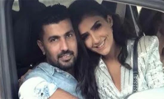 محمد سامي يستعيد ذكرياته مع زوجته بـ قُبله رومانسية .. شاهد