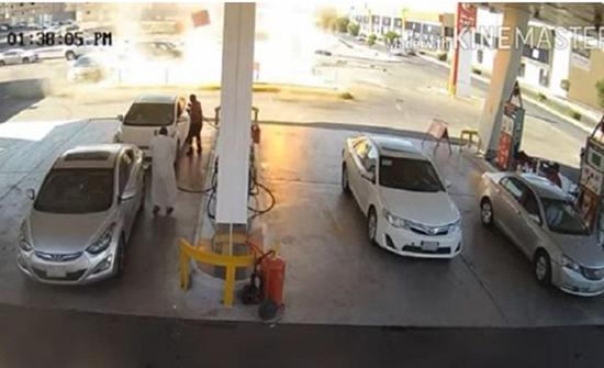 بالفيديو : لحظة انفجار لخزان وقود محطة في المدينة المنورة .. وحالة ذعر بين قائدي المركبات