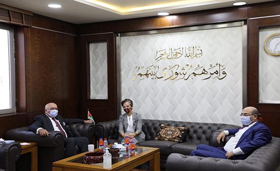 المعايطة وسفيرة الاتحاد الأوروبي يبحثان تطوير العملية الديمقراطية في الأردن