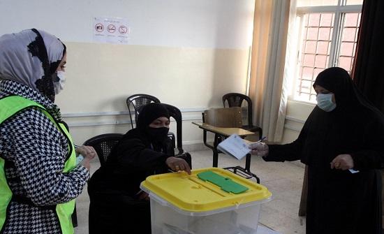 اقبال ملحوظ بالفترة المسائية على صناديق اقتراع بدو الوسط