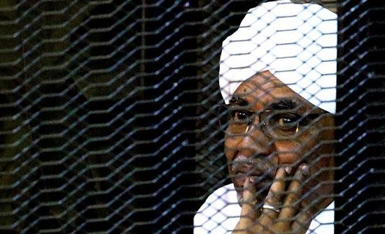 نقل الرئيس السوداني المخلوع عمر البشير إلى مشفى السلاح الطبي بأم درمان