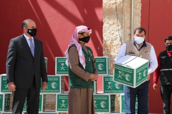الخيرية الهاشمية ومركز الملك سلمان للإغاثة يدشنان مشروع السلال الغذائية